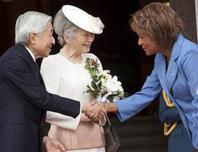 Governor General Michaelle Jean welcomes Japan's Emperor Akihito and Empress Michiko to Canada, July 6, 2009.