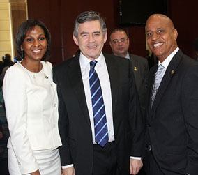 Belize Prime Minister Dean Barrow (r) and his wife Kim with British Prime Minister Gordon Brown. Kenroy Ambris/Commonwealth Secretariat.