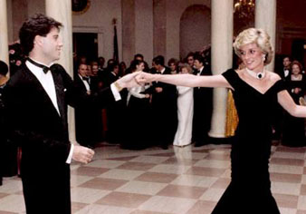 Diana, Princess of Wales dancing with John Travolta at a White House dinner on 9 November 1985.