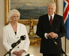 Iceland's Prime Minister, Johanna Sigurdardottir (l), and President of Iceland, Olafur Ragnar Grimsson (r). Photo credit: mbl.is/Omar.