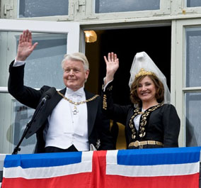 President Grimsson with his second wife, Israeli-born Dorrit Moussaieff, to whom he became engaged in May 2000. The wedding took place on his 60th birthday, 14 May 2003, in a private ceremony held at the presidential residence. President Grimsson's first wife had died from leukaemia in 1998.
