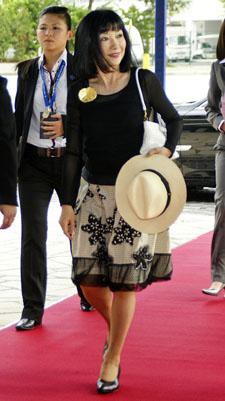 Miyuki Hatoyama, wife of Japan's former Prime Minister Yukio Hatoyama, at Asia-Pacific Economic Cooperation (APEC) Summit in Singapore, November 15, 2009.