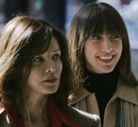 Barbara Amiel (l) and Alana Black (r), leave federal court building during recess in Conrad Black's trial in Chicago, March 19, 2007. CHARLES REX ARBOGAST/AP.