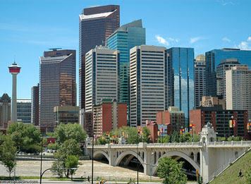 "Downtown Calgary 2005 : ""Not so long ago, Montreal was a larger financial centre than Toronto, and Toronto may well eventually be surpassed by Vancouver or Calgary."""